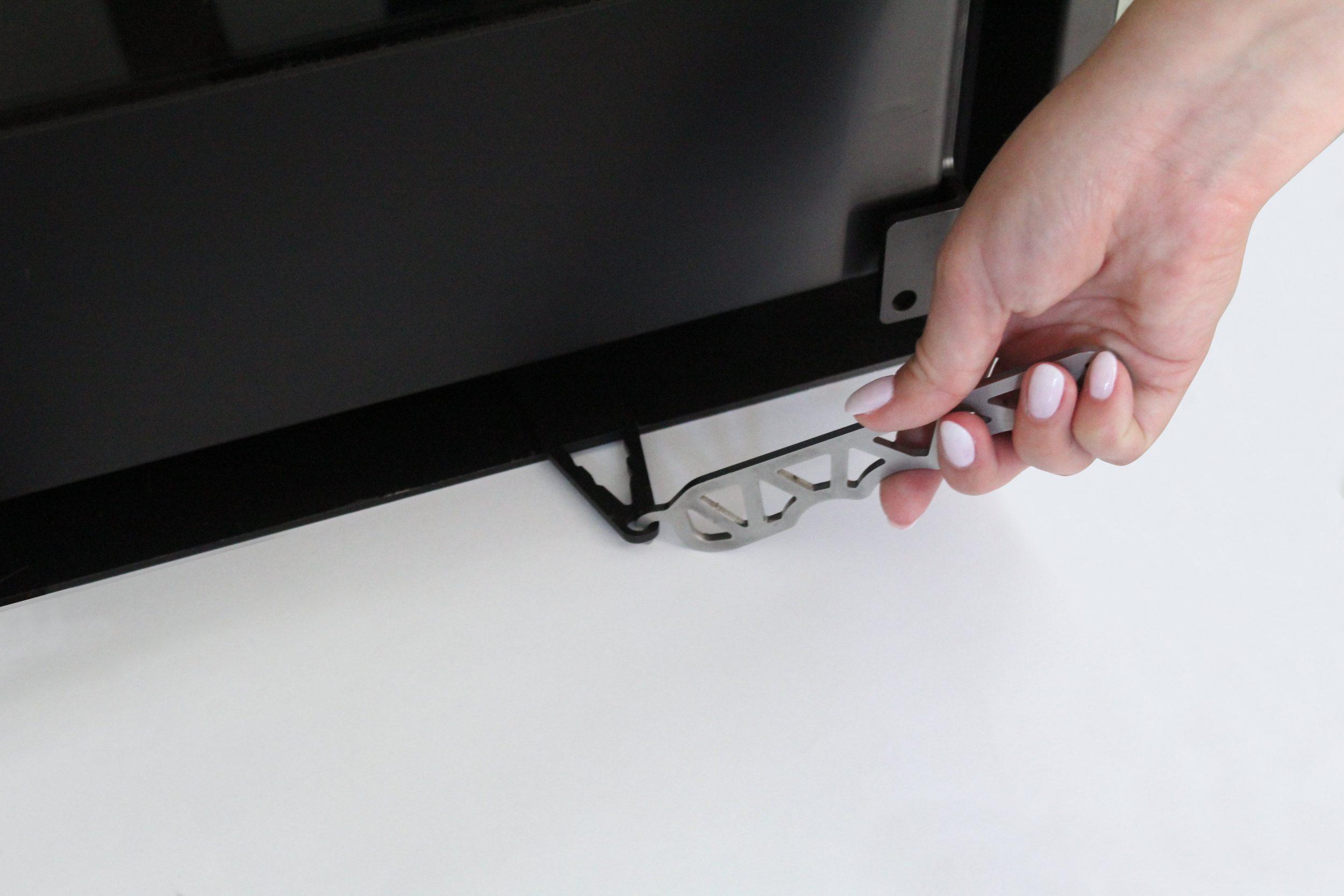 Pormenor de um puxador para abrir gaveta no recuperador a lenha Bio RH da TEK Biomasse