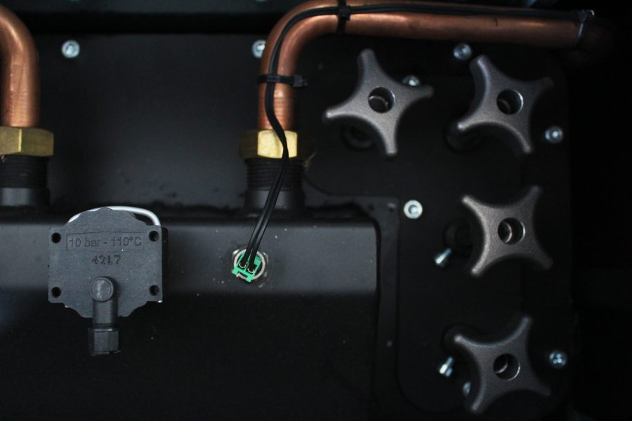 Pormenor em salamandra a pellets Dómina Aqua